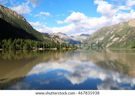Mirror lake, holy lake at Tibet