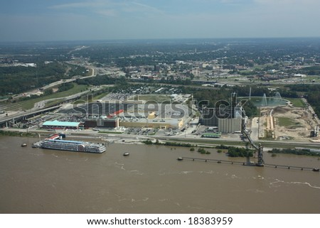 mississippi river flooding from the st louis arch