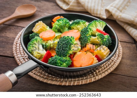Mixed vegetables in pan