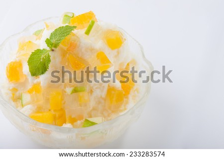 Mlik flavoured shave ice with mango jelly - stock photo