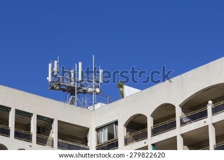 Mobile antenna in a building, against blue sky
