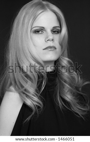 Model with a make-up. It is black a white photo. Style from Elle Nova. Photo1