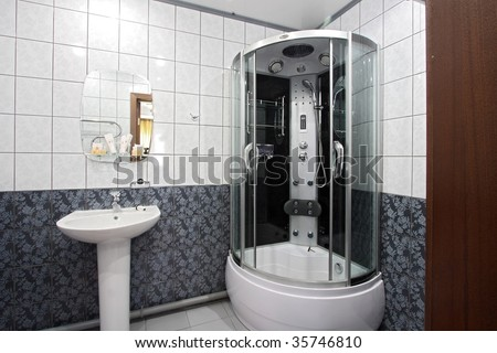 Modern bathroom with a mirror, a bowl and a convenient per capita booth