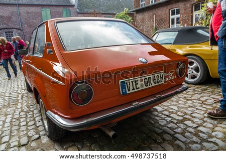 MOERS / GERMANY - OCTOBER 03 2016 : Vintage cars waiting for visitors