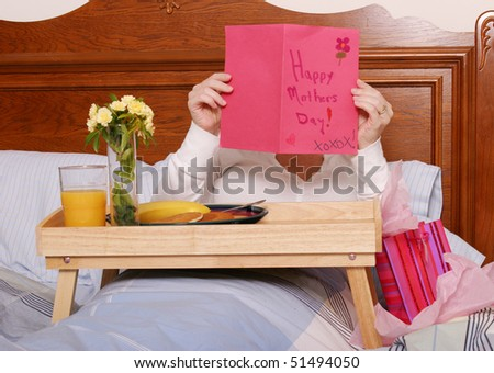 Mom reading card on Mothers Day