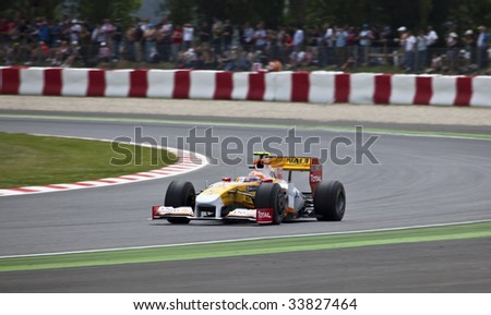MONTMELO, SPAIN - MAY 10: Renault participates in the Spanish Grand Prixon May 10, 2009 in Montmelo, Spain.  Fernando Alonso finished in 5th place and Nelson Piquet placed 12th.