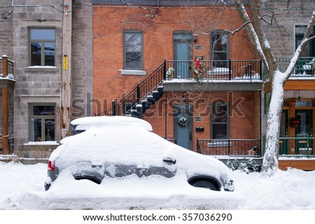 Montreal, Canada. 31th December, 2015. Cars covered with snow after first snow storm of the season.