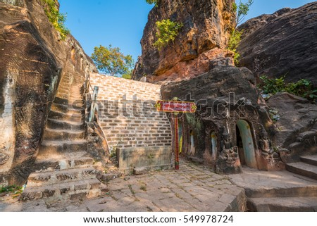 MONYWA, MYANMAR - FEBRUARY 1 : Buddha statues and mural painting in Pho Win 