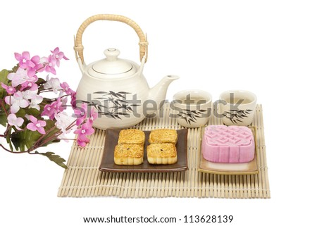 Moon cake two size with tea