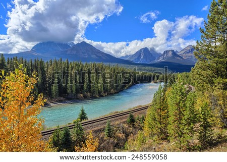 Morant's Curve, Bow Valley Parkway, Banff National Park, Alberta, Canada - stock photo