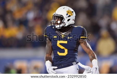 MORGANTOWN, WV - NOVEMBER 20: West Virginia Mountaineers wide receiver Mario Alford (5) on the field during the Big 12 football game November 20, 2014 in Morgantown, WV.