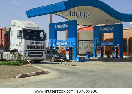 MOROCCO - MAY 10: Cars and trucks at the Afriquia petrol station near Rissani on May 10, 2013. Afriquia is Morocco's leading filling station operator with over 400 AfriquiaGaz stations.