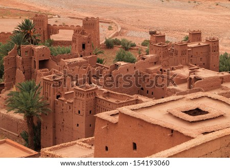 Morocco Ouarzazate - roof tops of Ait Ben Haddou Medieval Kasbah  built in adobe - UNESCO World Heritage Site. Location for many films - Gladiator, Babel, Alexander, Sheltering Sky, Sodom and Gamorah - stock photo