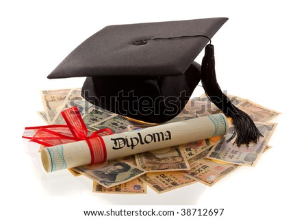 Mortarboard and yen. Representative photo for education costs in Japan. - stock photo