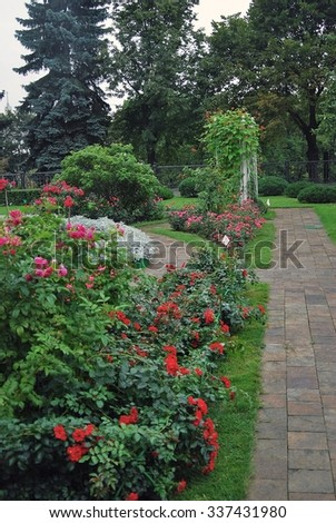 MOSCOW - AUGUST 27, 2012: View of the garden in Moscow Kremlin. Blooming summer flowers.