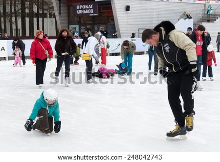 MOSCOW - JANUARY 17: Citizens resting on winter ice rink in Sokolniki Park on January 17, 2015 in Moscow.
