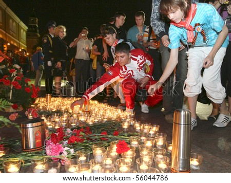 MOSCOW - JUNE 22: Youth patriotic action Memory Watch the Eternal Flame and the Tomb of the Unknown Soldier, June 22, 2010 in Moscow, Russia. - stock photo