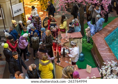 MOSCOW - MARCH 22: People buying of fruit, juices and soft drinks in the GUM store on March 22, 2015 in Moscow. GUM is the large store in Moscow , it is popular among international tourists.