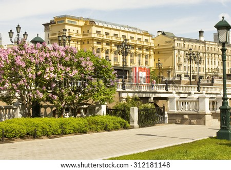 MOSCOW - MAY 15, 2014: Manezhnaya square and Alexandrovsky garden in spring, garden has been founded in 1812. - stock photo