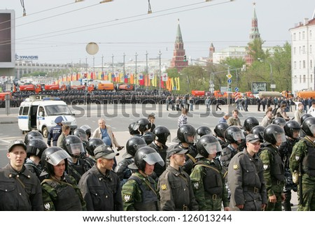MOSCOW - MAY 6: Russian troops stand guard opposite Kremlin at the start of the rally against newly elected president Vladimir Putin May 6, 2012 in Moscow, Russia. - stock photo