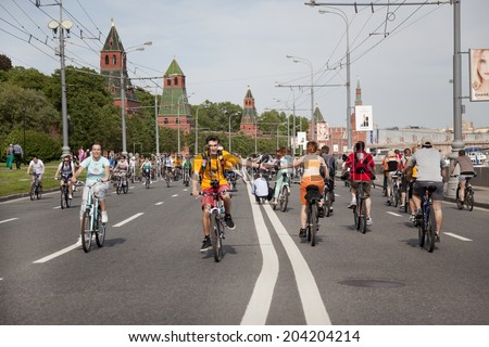 "MOSCOW - MAY 20:The first great Bicycle ride in Moscow , "" Let's bike it!""  on May 20, 2012 in Russia"