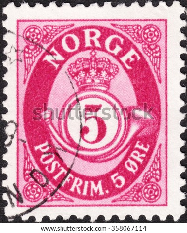 "MOSCOW, RUSSIA - DECEMBER, 2015: A stamp printed in NORWAY shows image of crown and post horn, the series ""Posthorn "", circa 1921 - stock photo"