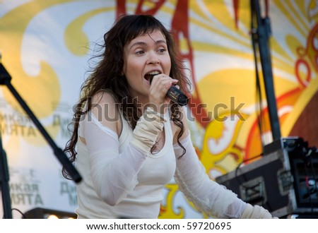 MOSCOW, RUSSIA - JUNE 5: Anna Pingina sings at traditional festival of a folk music Wild Mint on June 5, 2010 in Moscow, Russia.