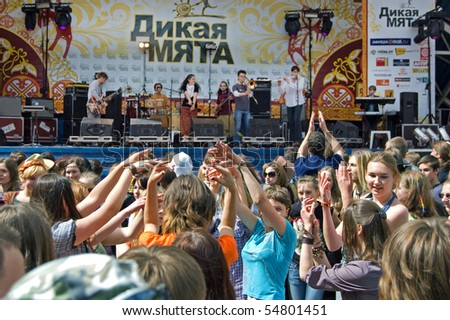 MOSCOW, RUSSIA - JUNE 5: Participants and spectators of traditional festival of a folk music Wild Mint on June 5, 2010 in Moscow, Russia.
