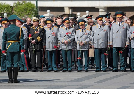 MOSCOW, RUSSIA -?? MAY 8, 2014: The generals and Russian police in the ceremony of laying flowers to the Tomb of the Unknown Soldier in Alexander garden