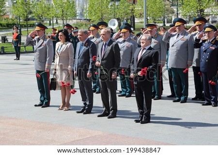 MOSCOW, RUSSIA - MAY 8, 2014: The leadership of the Ministry of defense of the ceremony of laying flowers to the Tomb of the Unknown Soldier. Festive events dedicated Anniversary of Victory Day (WWII)