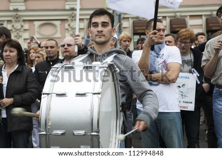 MOSCOW RUSSIA - SEPT 15. Tens of thousands oppositionists marched through Moscow in protest against President Putin , Drummer beats  drum, going before the column on September 15, 2012, Moscow - stock photo