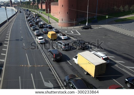 Moscow, RUSSIA - SEPTEMBER 10: flow of traffic on city road on SEPTEMBER  10, 2014, in Moscow, Russia