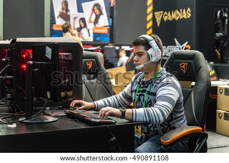 ... Igromir 2016 and ComicCon Russia 2016, the player behind the computer  Comiccon