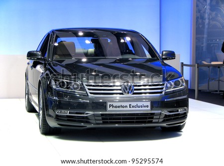 MOSCOW, RUSSIA - SEPTEMBER 1: Volkswagen Phaeton presented at the Moscow International Autosalon on September 1, 2010 in Moscow, Russia. - stock photo
