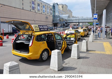 MOSCOW, RUSSIA - 15.06.2015. Several yellow taxis near the Kursk railway station