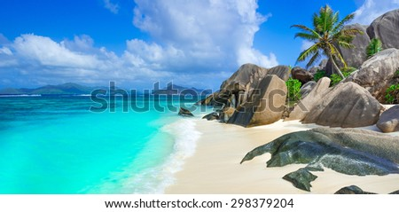 Most beautiful beach of the world on island La Digue in Seychelles - Anse Source d'Argent