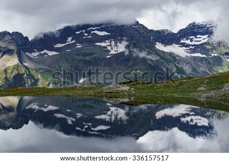 Mountain range mirroring in a lake