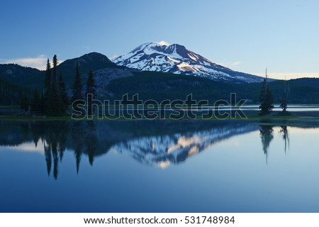 mountain reflection at sparks lake in oregon