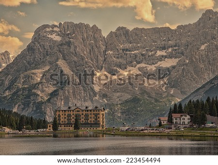 mountains over misurina lake
