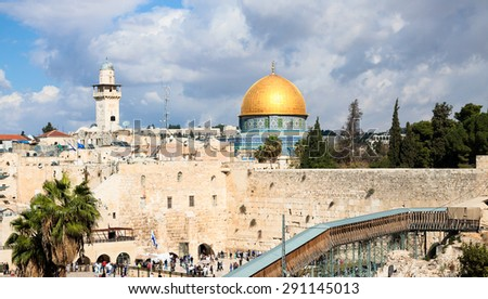 Mousque of Al-aqsa (Dome of the Rock) and Wailing wall in Jerusalem, Israel