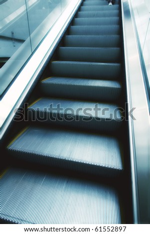 Moving escalator