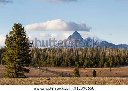 MT Thielsen in Oregon from a viewpoint in Crater Lake National Park
