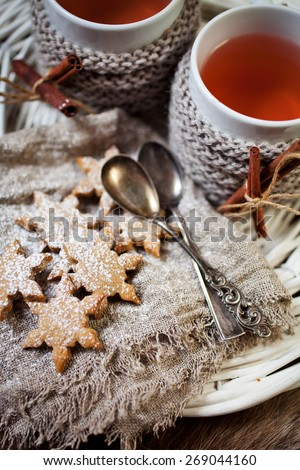 Mulled wine with gingerbread cookies - stock photo