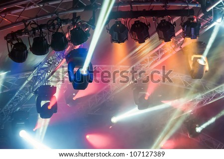 multiple spotlights on a theatre stage lighting rig