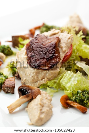 Mushrooms with Potato, Sauce Pesto and Fresh Salad Leaf