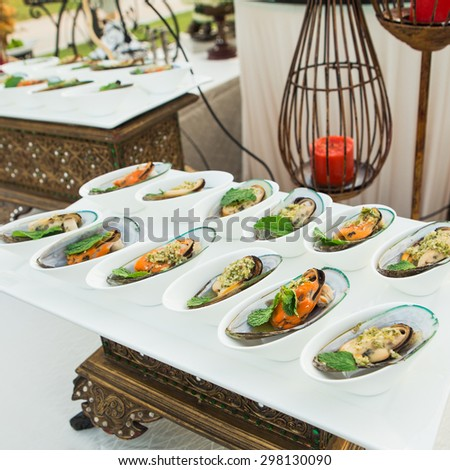 Mussel cheese and garlic bread - stock photo