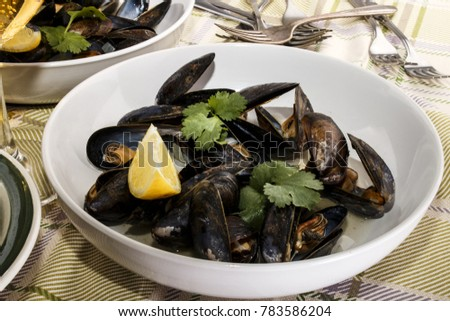 mussel with white wine sauce in a white deep plate