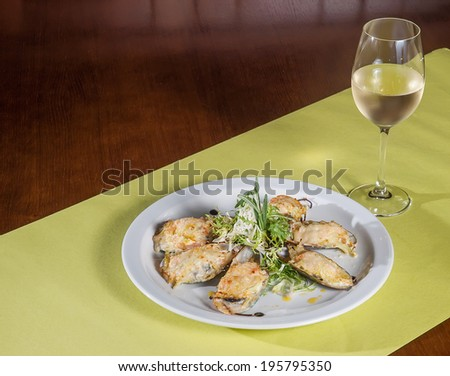 mussels with cheese and wine