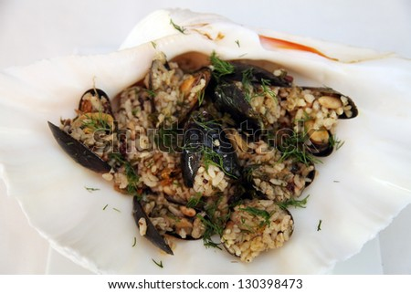 Mussels with rice on the restaurant table.