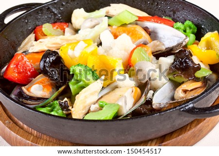 Mussels with vegetables